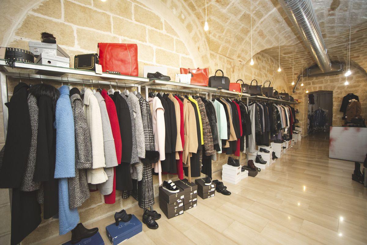 hot sales 3cc69 81c4f Borgonovo Outlet - Visit Mola di Bari